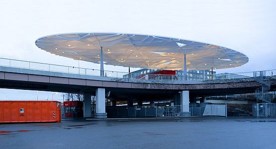 Messe Frankfurt - North Gate, oval roof on existing street bridge