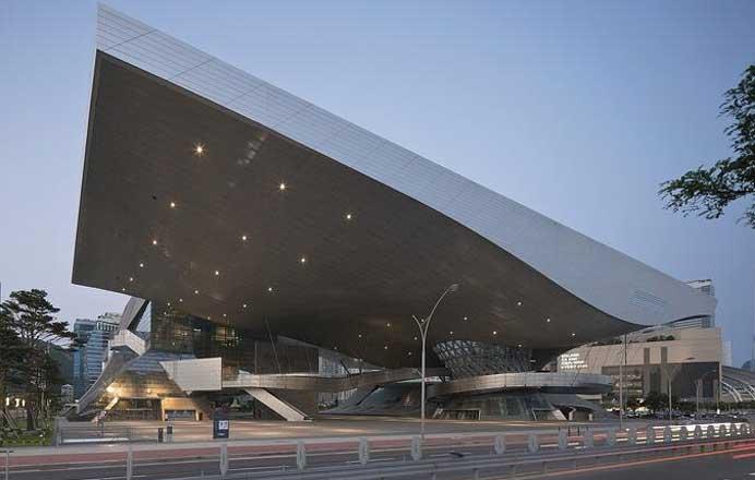 © Duccio Malagamba, http://www.coop-himmelblau.at/architecture/projects/busan-cinema-center/; Busan Cinema Center, South Korea
